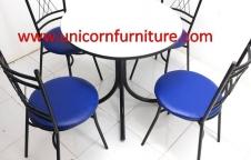 ชุดโต๊ะอาหาร 1ชุดประกอบด้วย โต๊ะ 1ตัว เก้าอี้ 4 ตัว