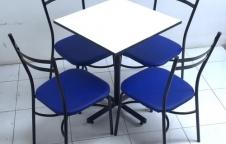 ชุดโต๊ะอาหาร 1 ชุดประกอบด้วยโต๊ะ 1ตัว เก้าอี้ 4 ตัว