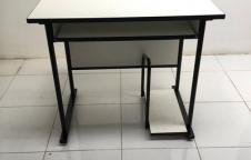 โต๊ะวางคอมพิวเตอร์ พร้อมที่วาง C P U  โครงดำ
