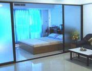 อพาร์ทเม้นต์ให้เช่ามีเฟอร์นิเจอร์ มีแอร์ 1ห้องนอน 1ห้องนั่งเล่น 1ห้องครัว
