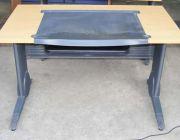 โต๊ะคอมพิวเตอร์มือ2มีจำนวน2