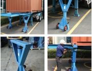 Trailer Stabilizing Jacks